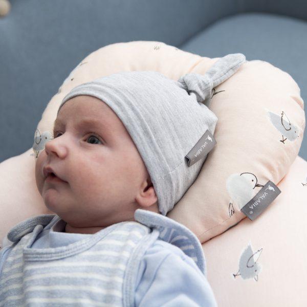 dojenček s kapico